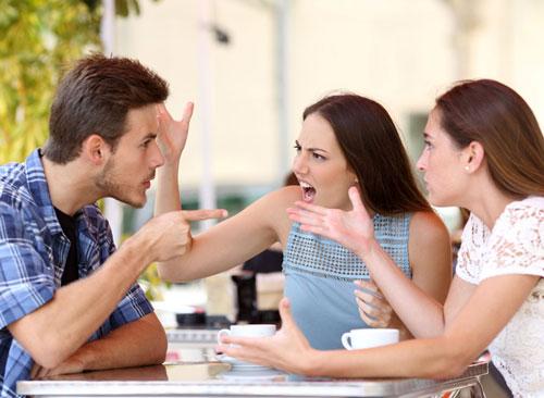 Cãi vã với người thân do nghiện cà phê