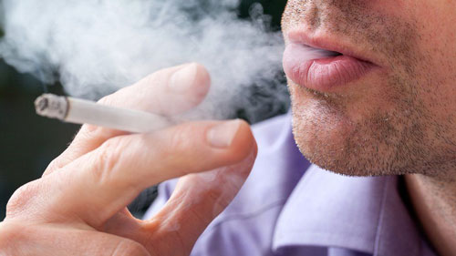 hút thuốc lá ảnh hưởng đến tác dụng của vaccine phòng COVID-19